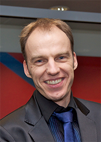 profile picture of Arne Fischer with a red-blue-white background